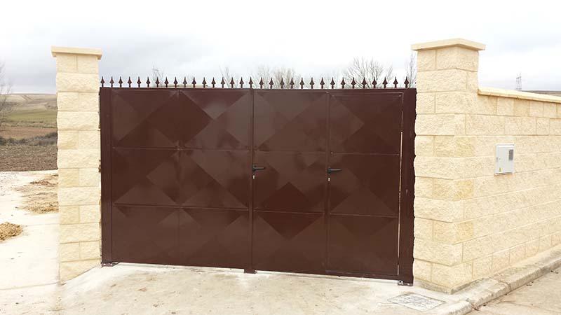 Puerta de chapa ciega cercados velasco for Puertas para cercados